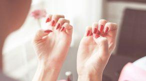 červený lak na nehty